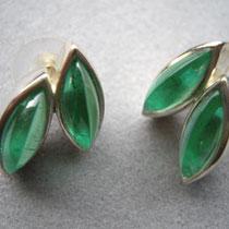 Ohrstecker Paar mit je zwei hochkantigen, Navettförmig geschliffenen, grünen Russisch Quarzen.