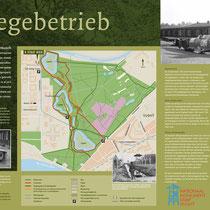 85) Informatiebord 'Zerlegebetrieb' bij een deel van de oude kampspoorlijn naast Nationaal Monument Kamp Vught