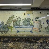 Tekeningen aan de muur in de kampkeuken