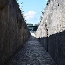 Halverwege weg van Memorial Monument Belzec naar begin