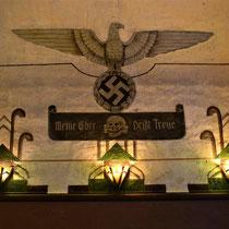 16. Nazi-symbool met het motto van de SS - meine ehre heißt treue - mijn eer heet trouw