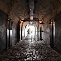 21. In de hoofdtunnel met zicht naar de ingang van het Fort