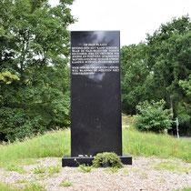 2) Herdenkingsmonument opgericht op 11 juni 1991 door Stichting Vriendenkring Mauthausen