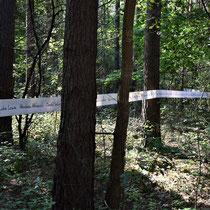 Lint met namen slachtoffers Treblinka - loopt langs de weg naar Memorial Site