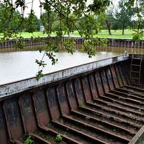Schip wat werd gebruikt bij het leeg scheppen van het kanaal