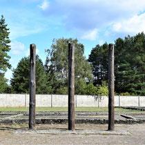Palen waar gevangenen aan werden opgehangen