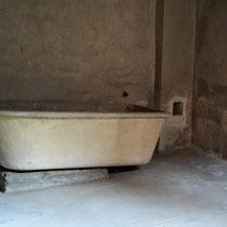 Originele badkuip van de kamp commandant - deze badkuip stond 3 meter van de verbrandingsovens