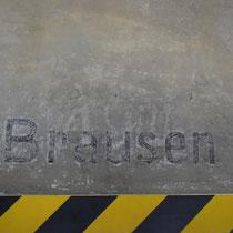 Tekst op muur registratie kantoor Birkenau - Brausen