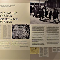 Informatiebord met geschiedenis over de vermoorde kinderen