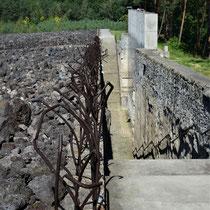 Memorial Monument Belzec - trap rechts