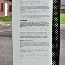Informatiebord over steenfabriek