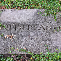 Gedenksteen voor de omgekomen Nederlanders