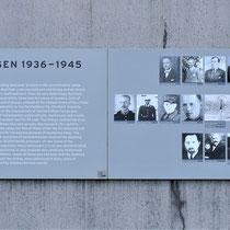 Informatiebord over de moorden in Sachsenhausen