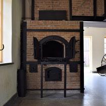 64) Linker verbrandingsoven in crematorium