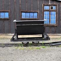 27. Oude wagon waarmee grond werd afgevoerd