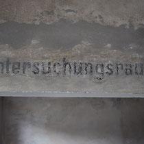 Tekst op muur registratie kantoor Birkenau - untersuchunsraum