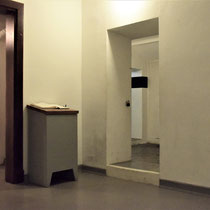 De kelder - dit is dezelfde plek als op het kunstwerk alleen werden hier de kinderen niet vermoord