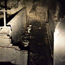 Restanten van het toilet - in een zij tunnel