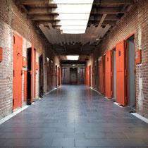Cellenblok D met zicht op de oorspronkelijke ingang Oranjehotel
