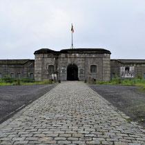 08. Ingang Fort van Breendonk veraf
