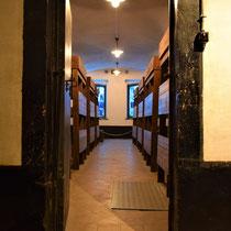 54. Een van de barakken voor de gevangenen