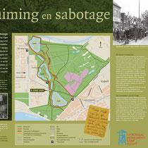 88) Informatiebord 'Ontruiming en Sabotage' bij een deel van de oude kampspoorlijn in het bos