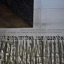 Tekst op Muur Memorial Monument Belzec