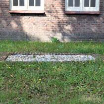 71) Kleinere asput achter het crematorium
