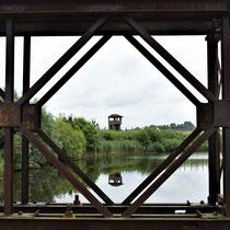 112. Op de brug met zicht op een van de wachttorens