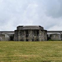 90. Buitenterrein van het Fort - achterkant