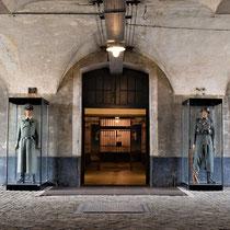 33. Overgangsstuk van rechter naar linker binnenplaats met zicht op de ingang van het achterdeel van het Fort