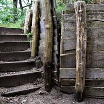 Voormalige loopgraven - trap naar plek van voormalige FLAK stelling