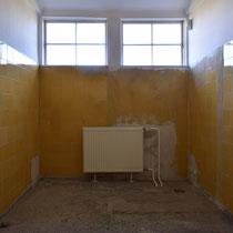 Voormalige toiletten in ziekenbarakken