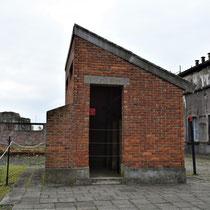 42. Oud toilet gebouw