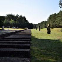 Ligging voormalig spoor - de rampe waar de mensen uitstapten - is niet meer origineel