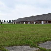 Achterkant steenfabriek links met zicht op voormalige gevangenis