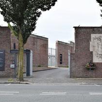 Ingang Nationaal Monument Oranjehotel. Is niet de lokatie van de oorsponkelijke poort