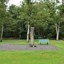 08. Overzicht begraafplaats - met zicht op de ingang