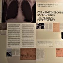 Informatiebord over de medische experimenten
