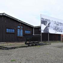 25. Rechter binnenplaats van het Fort - wagon die gebruikt werd voor het afgraven en wegvoeren van grond.