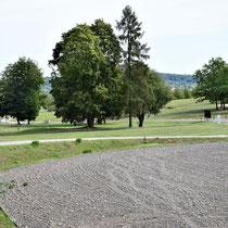 Zicht op apelplaats - ingang SS kamp is links in de verte te zien