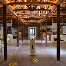 79) Overzicht van expositie in Barak 1B