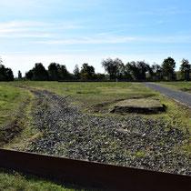Ligging spoor die de tunnels ingaan - op de achtergrond de restanten van het station