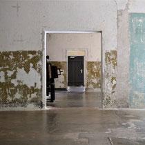 Binnenkant crematorium - in de middelste kamer staan de verbrandingsovens