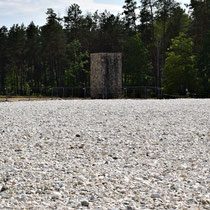Massagraf Sobibor met Memorial Monument