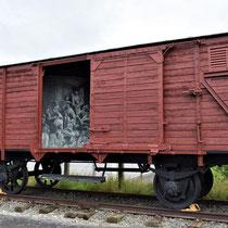 115. Een replica van een van de wagons waar joden mee gedeporteerd werden