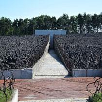 Weg naar Memorial Monument Belzec - Tussen de massagraven - begin 2