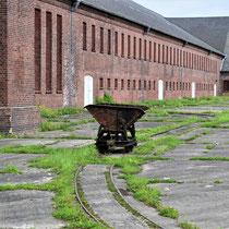 Wagons die fabriek inrijden