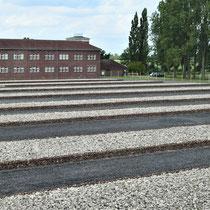 Gevangenenkamp - zicht vanuit gebouw 2 naar SS ingang