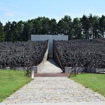Weg naar Memorial Monument Belzec - Tussen de massagraven - begin
